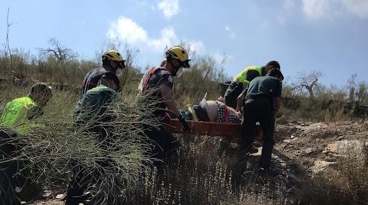 Rescatado un hombre de 77 años tras precipitarse con su coche