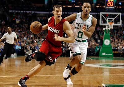 🎥 Miami dankt jonkie van 20 en staat op één overwinning van NBA Finals