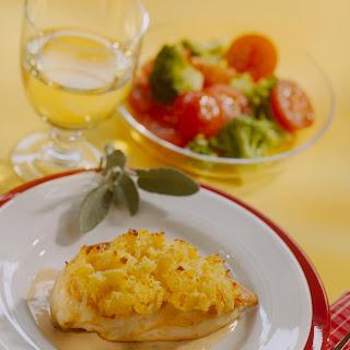 Hühnerbrust mit Püree-Parmesankruste an Salbeisoße
