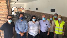 Las autoridades políticas en la visita para comprobar el estado de las obras.