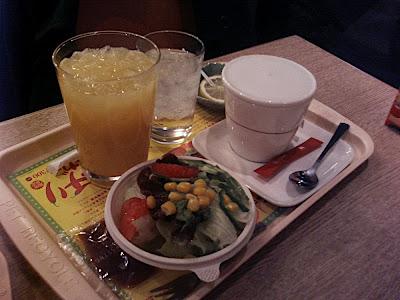 モスバーガー mos burger juice zumo ジュース té tea 紅茶, ensalada salad サラダ