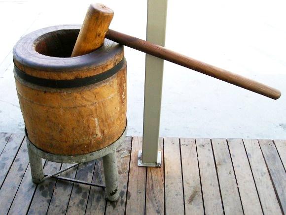 tahtadan yapılmış dibek, dev havan..