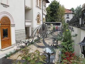 Photo: Rou4HR114-151001Bucarest, resto Noblesse, terrasse extérieure latérale IMG_8705