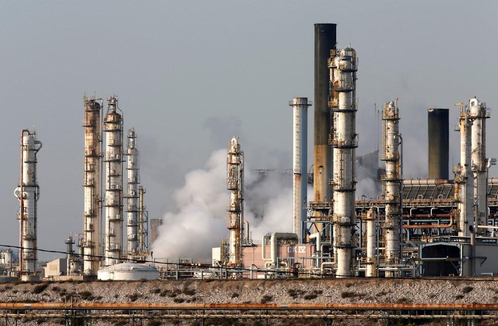 Oliepryse styg skerp op aanbodrisiko's na aanvalle in Saoedi-Arabië