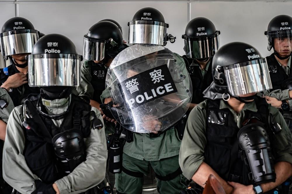 Die polisie in Hong Kong verhoed die protes teen die lughawe