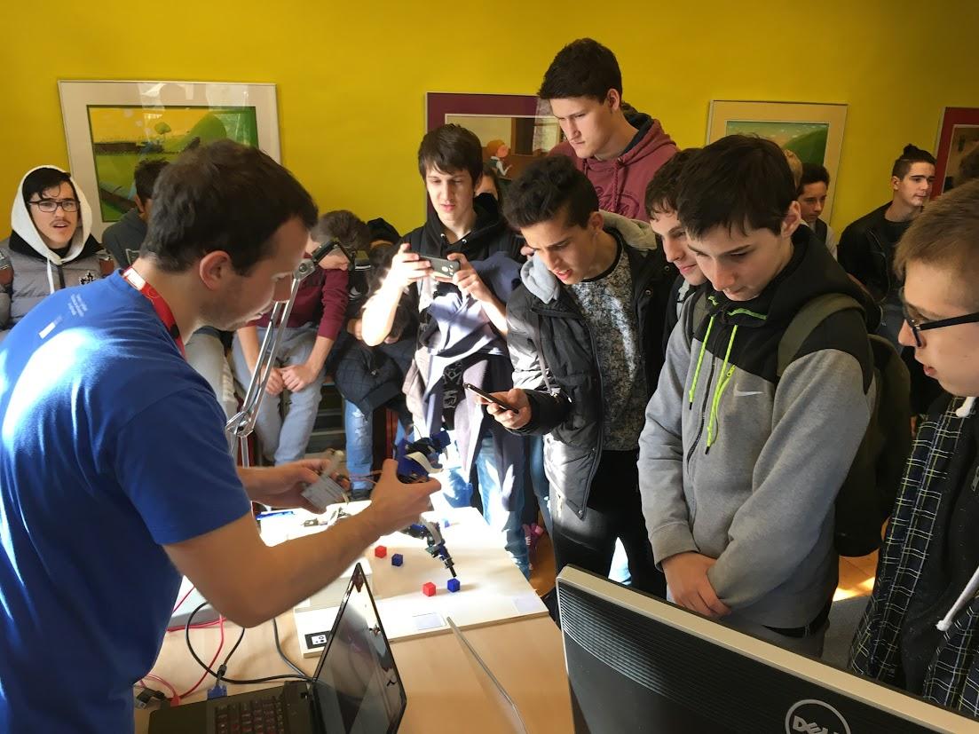 Tehniki računalništva na dnevih računalništva v Polhovem Gradcu