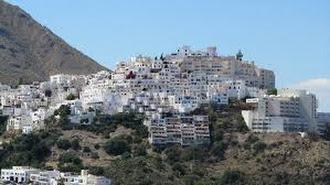 El pueblo de Mojácar es uno de los referentes turísticos de la provincia.