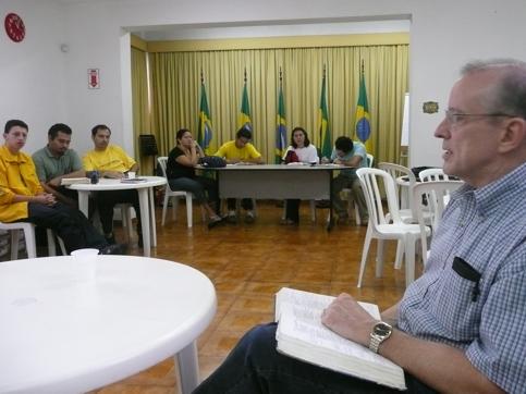 Edward Dudek fala aos missionários da AMME