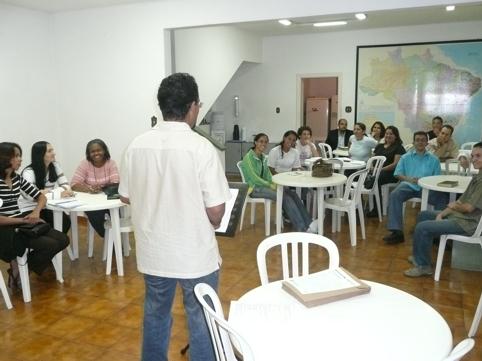 reunião com alunos da Escola Superior de Missões