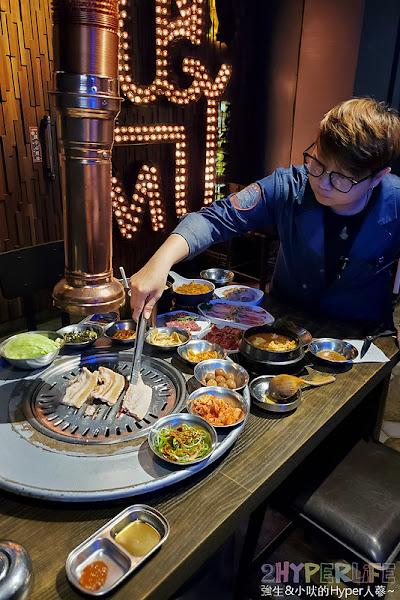 台中七期秋紅谷旁美式工業風韓式烤肉專賣,笨豬跳韓式燒肉還有專人桌邊代烤,爽爽吃就好不必動手!