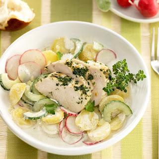 Warmer Kartoffelsalat mit marinierter Hähnchenbrust