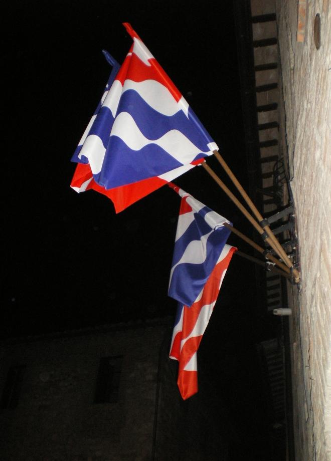 Bandiere notturne di PhotoFabio