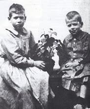 Photo: Toldrà amb el seu germa Francesc, sis anys més gran que ell, per qui tenia una gran devoció © Family Archive (Mdm. Narcisa Toldrà)