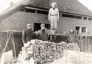 Photo: Achtermuur Simon Taaike, verder A. Jansen, G. Paas en Roelof Mensies