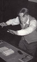 """Photo: Eduard Toldra dirigint l'""""Ocell de Foc"""" d'Stravinsky amb l'Orquestra Municipal de Barcelona (anys cinquanta) © Family Archive (Mdm. Narcisa Toldrà)"""