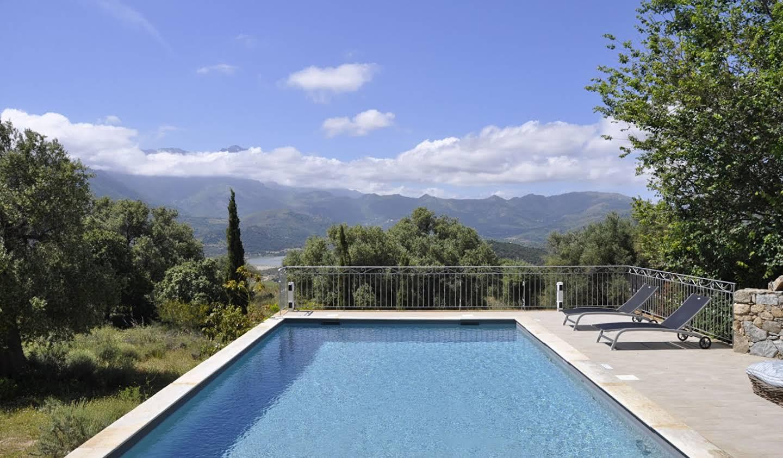 Propriété avec piscine et jardin L'Ile-Rousse