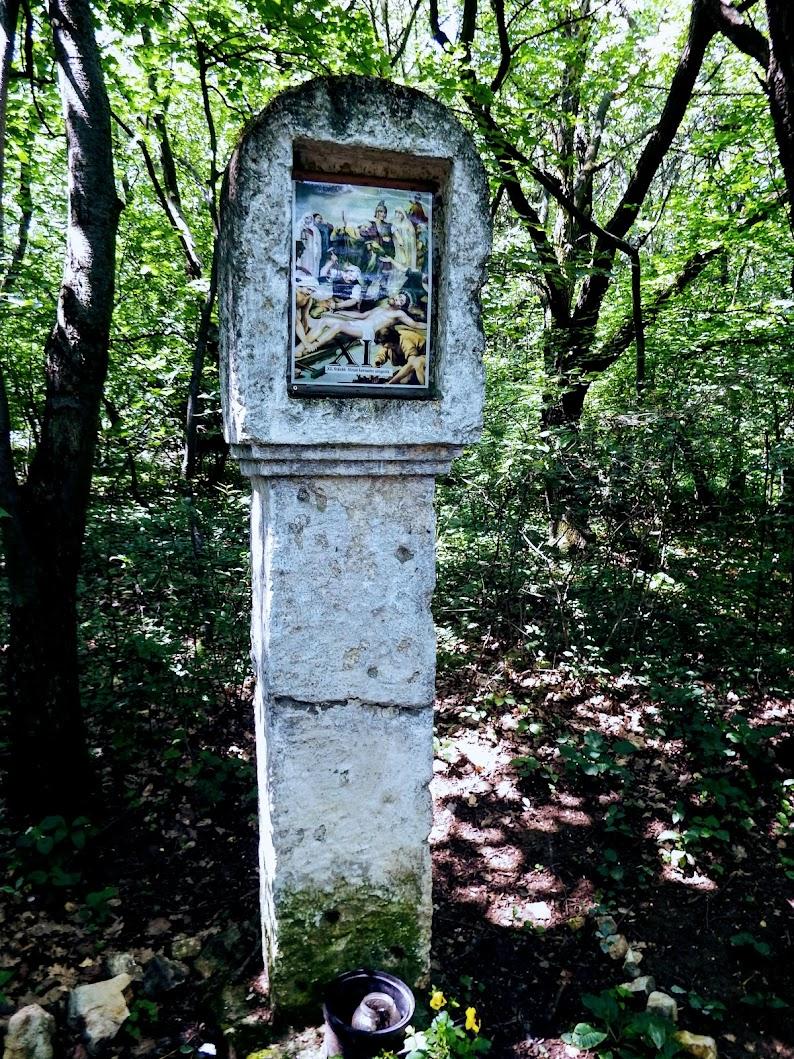 Csolnok - kápolna és stációs keresztút a Mókus-hegyen