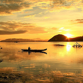 Silhouette Sunrise by Edwin Yepese - Landscapes Sunsets & Sunrises ( landscapes )