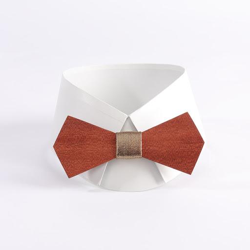 image Grease noeud papillon en bois d'acajou avec tissu laser doré chez woodenfr.com