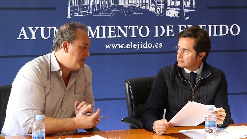 El alcalde de El Ejido, Francisco Góngora, y el portavoz José Francisco Rivera.