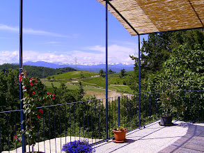 Photo: Dakterras met uitzicht op de Ligurische Alpen