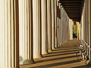 Photo: Columns and shadows Taken at the Karlsruhe Congress Center.