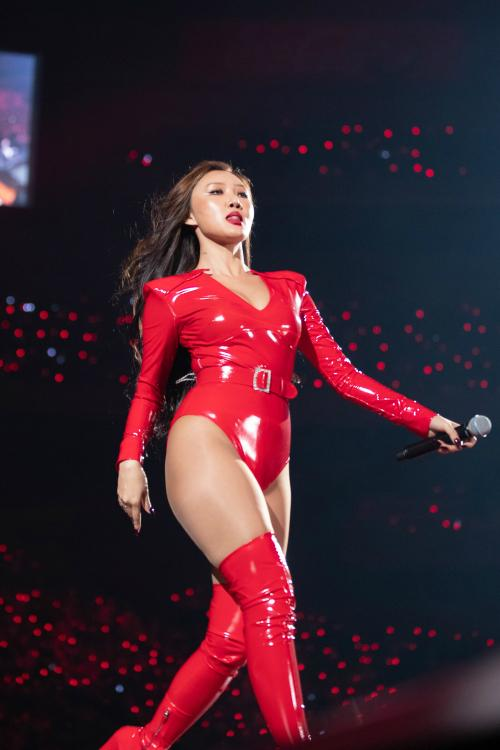hwasa outfit sexy