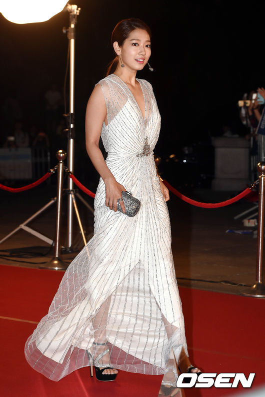 shinhye gown 3