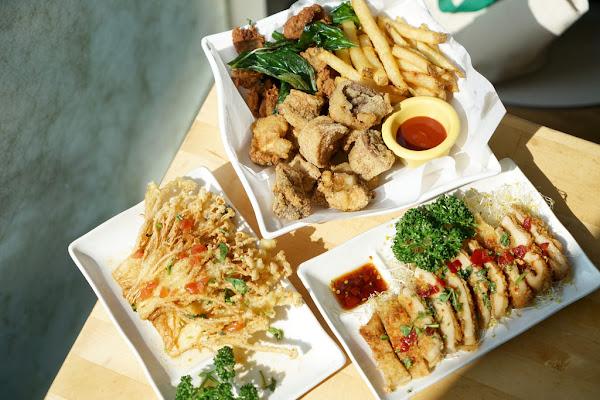 台中蔬食餐廳 懷特廚房White Kitchen 素食無國界料理 麻辣鍋 鹹酥雞 椒麻雞排 咖哩豬排飯
