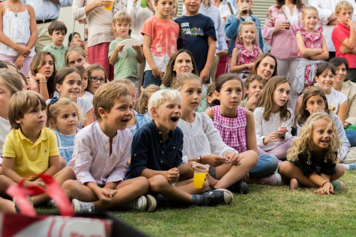público familiar en show benéfico de magia de Alfonso V madrid