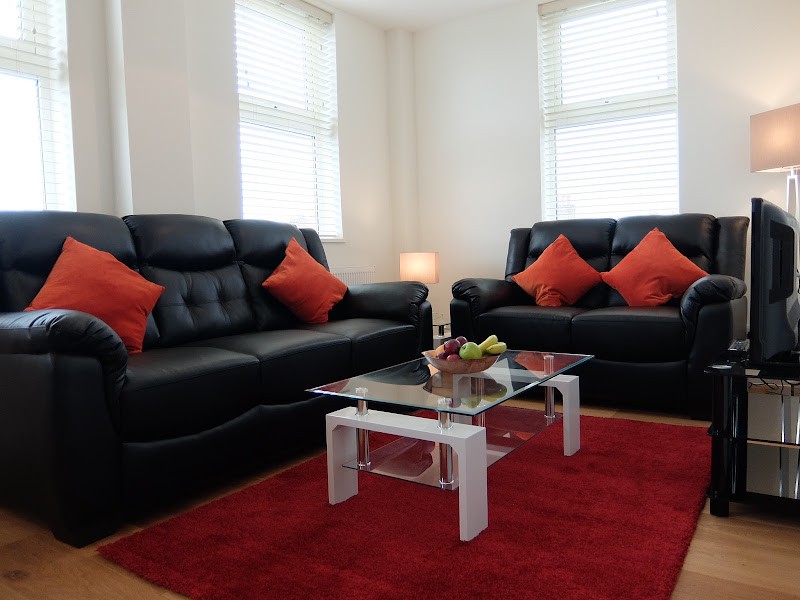 9-living-room-red-rug-twickenham