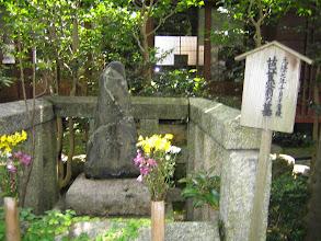 Photo: その奥に芭蕉翁 墓 by FM
