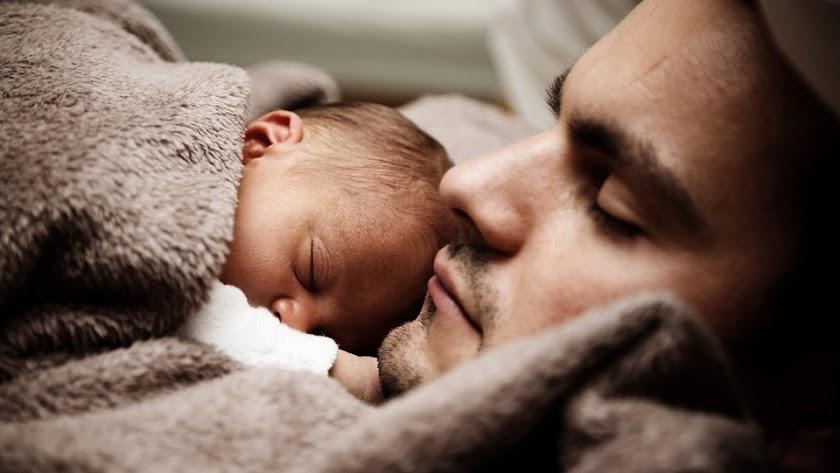 Los padres disfrutarán de tres semanas más de permiso de paternidad a partir de abril.
