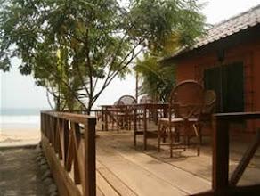 Photo: Terrasse du Busua Inn sur la plage, french cuisine, busua beach, westcoast, Ghana