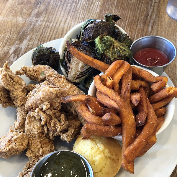 Fried chicken tenders, sweet potato fries, fried Brussel sprouts, corn bread muffin. All gluten free and Celiac safe as most of their menu is gluten free. All fried foods are gluten free.