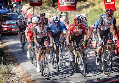 🎥  Komt Primoz Roglic hier goed weg? Sloveen komt in de tiende etappe van de Vuelta ten val in de afdaling