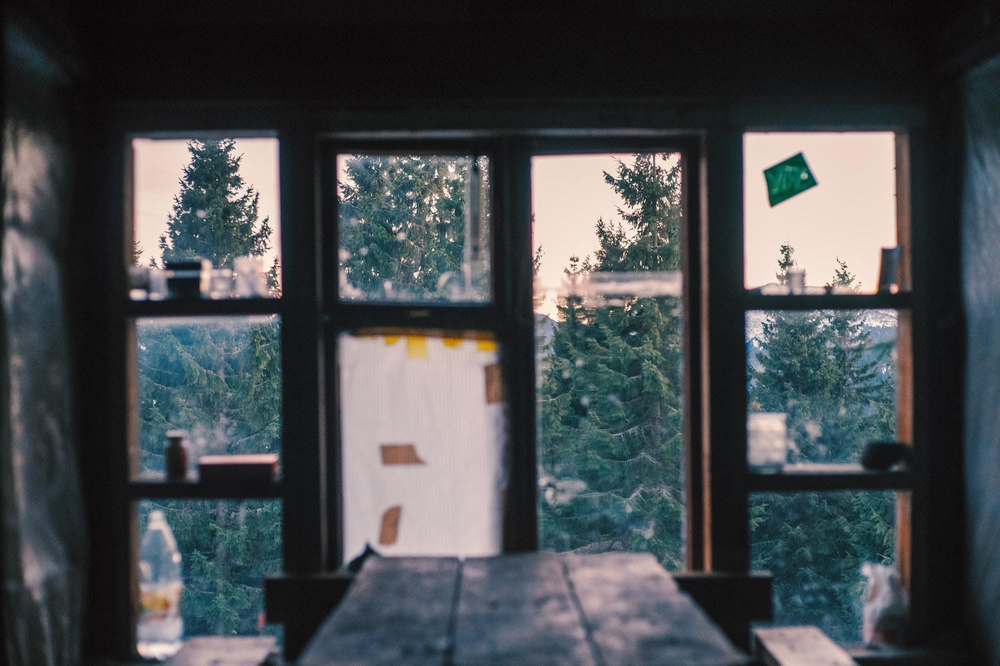 Вікно другого поверху притулку Плісце