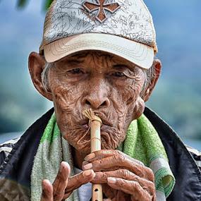 Flute Man by Hendri Suhandi - People Musicians & Entertainers ( flute, street, candid, senior citizen, portrait of men )
