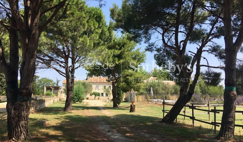 Maison avec piscine en bord de mer Arles