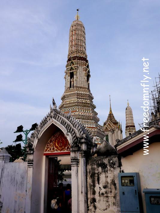"""隨.自游 - 檳城游住吃喝玩樂行,泰國首都,位于曼谷Siam Discovery購物中心的六層,唐人街上的中國紅照亮一代一代華人的打拼道路,其意為:""""天使之城,唯一的指標: 【曼谷景點】鄭王廟 Wat Arun"""