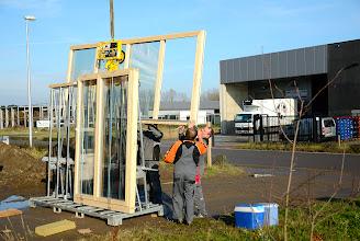 Photo: 20-11-2012 © ervanofoto En daar gaat het raam van het bureel de lucht in.