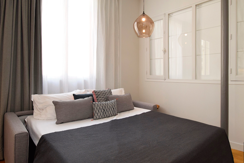 sleep-6-fabulously-located-motorgueil-marais