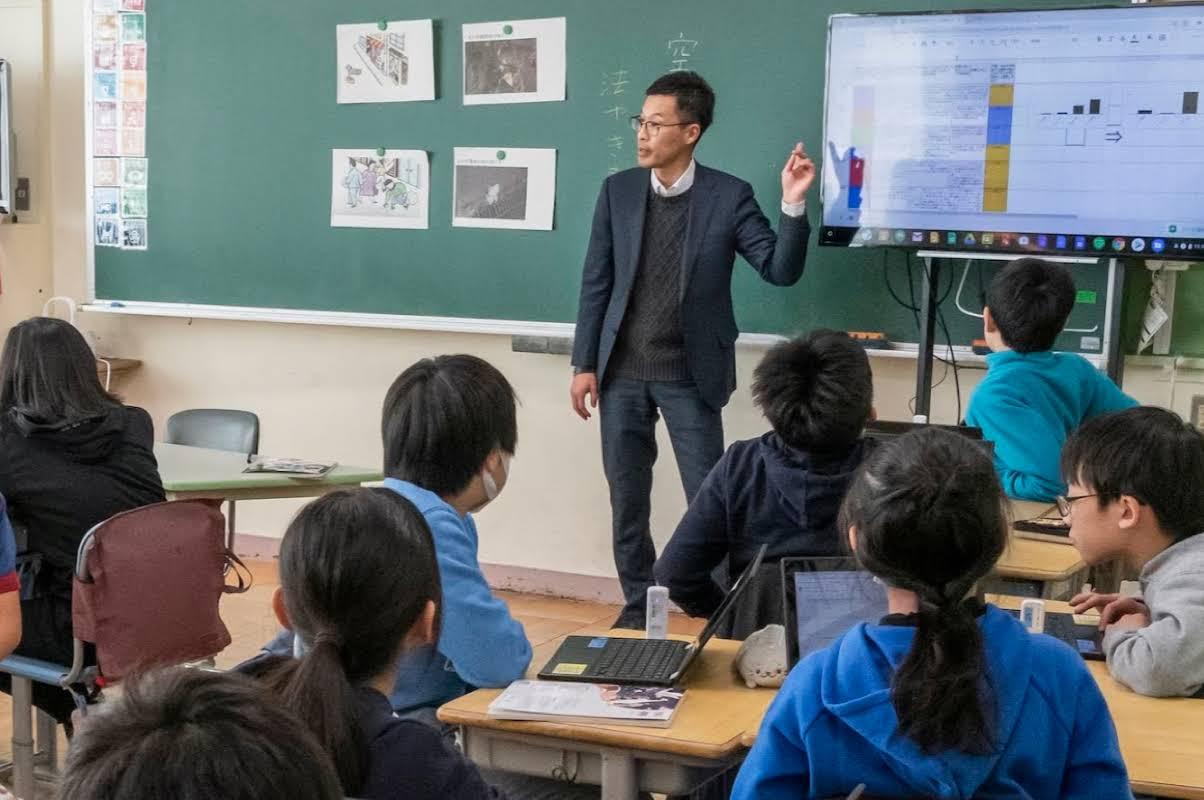 G Suite for Education ツールが表示されているノートパソコン