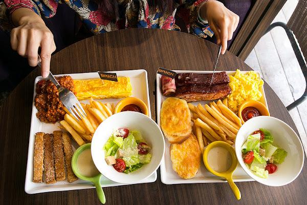 BRICK磚塊 Bar&Brunch 老屋酒吧風內吃豐盛早午餐!碳烤豬肋排好好吃!