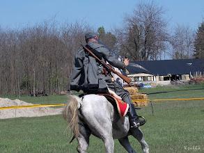 Photo: Szürke uniformisban, ki a karddal