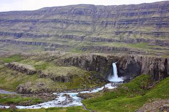 Photo: Kolejny wodospad przydrożny. Pierwsza połowa wyjazdu więc jeszcze zwróciliśmy na niego uwagę.