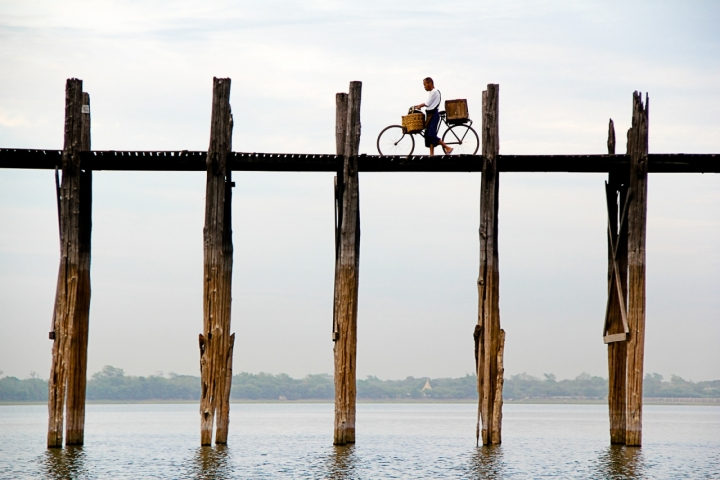 On the bridge by bicycle di Simona Ranieri