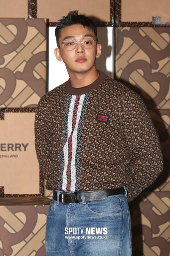 yoo ah in gong hyo jin burberry 1