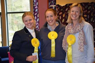 Photo: Tredjeplats och en bronsplakett i den kombinerade klassen genom Malin, Anna-Karin och Anna Foto:Kajsa Stoll Kuroczik