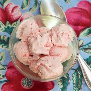 Eggless Strawberry Ice Cream.